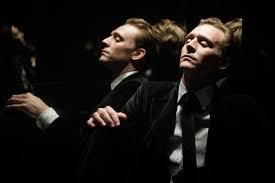 High-Rise ของ JG Ballard อุปมาได้กินเรื่องราวและ Tom Hiddleston ก็กินคำอุปมา